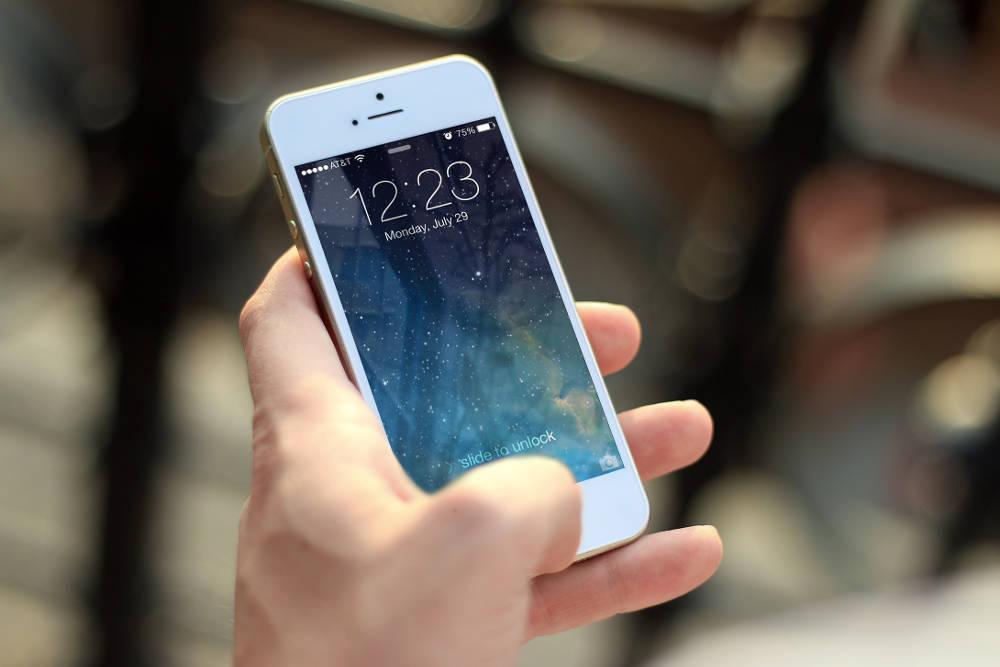 Apple gibt Drosselung älterer Geräte zu