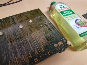 Motherboard mit Essigreiniger waschen