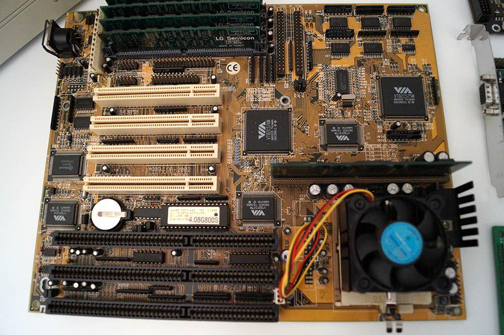 VIA Chipset Motherboard AMD K6 166 MHz