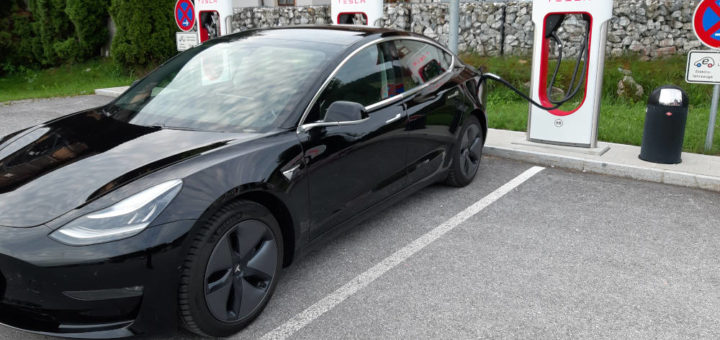 Tesla Model 3 laden am Supercharger