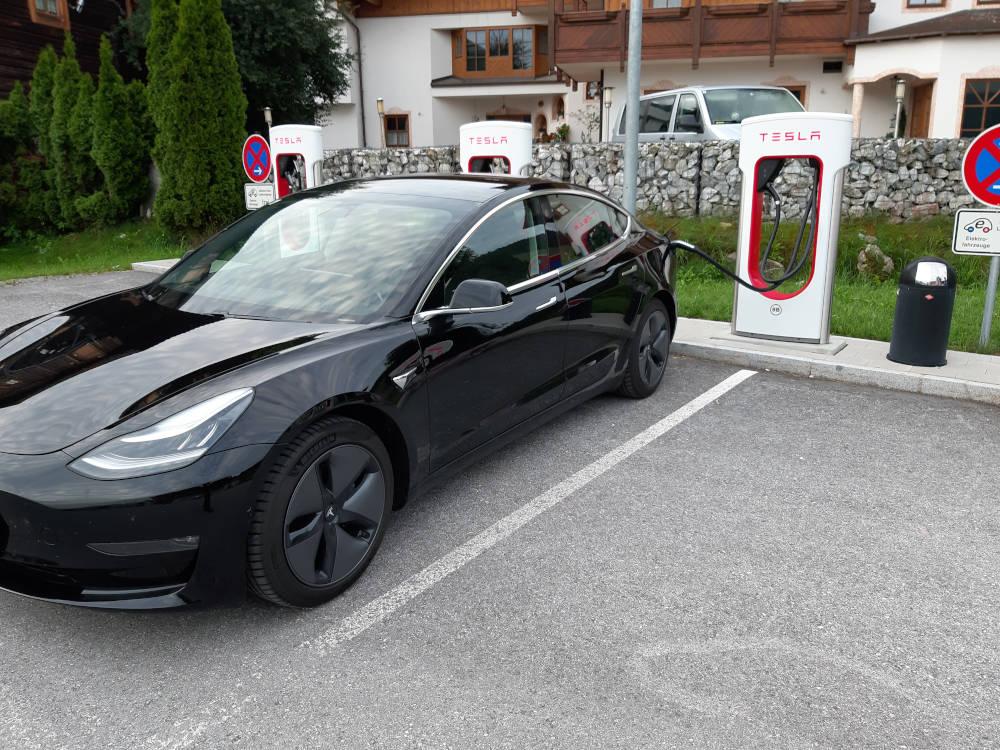 Tesla Model 3 laden am Supercharger