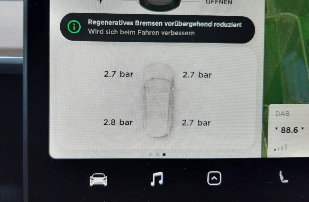 Tesla Reifendruck und Reifensensoren