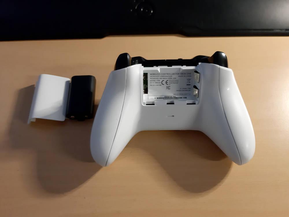 XBox Controller Akku entfernen